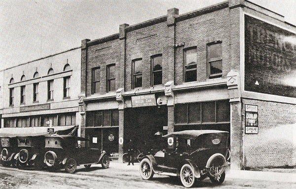 This is a photo of Bernard Avenue in Kelowna in 1920.   http://www.kelownabc.com/kelowna/kelowna9.php